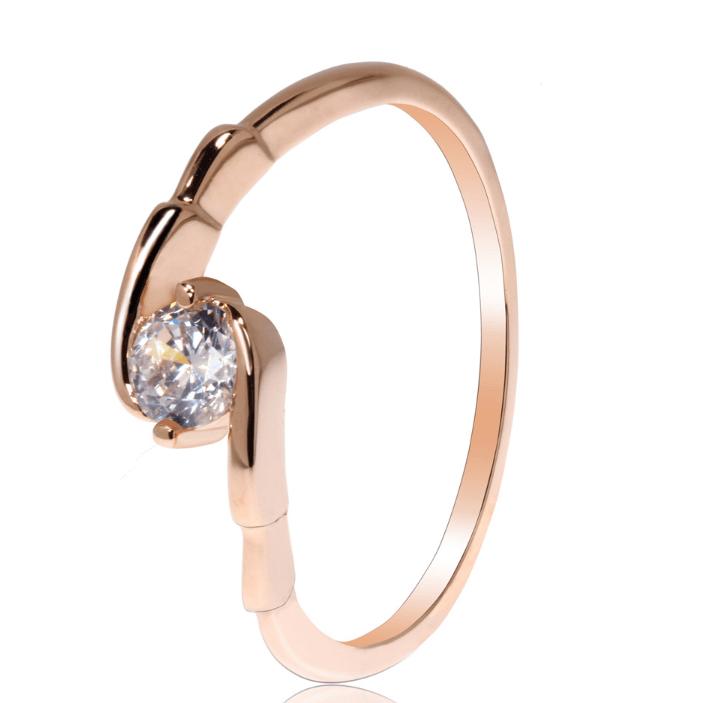 Bague scintillante doree avec diamant image 2019