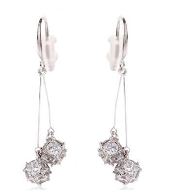 Boucles d'oreilles pendante argentée cube de diamant