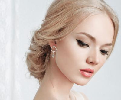 Boucles d'oreilles asymétrique créateurs ANNA GRACE
