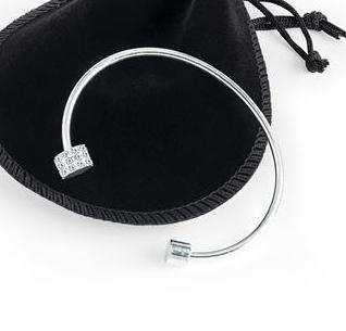 Bracelet fin argenté ouvert