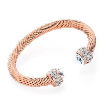 Bracelet torsadé en or rose.