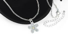Chaine argente avec pendentif fleur cristal