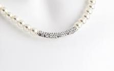 Collier de perle pour ceremonie avec strass