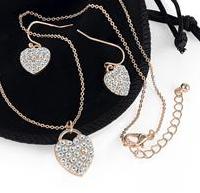 Ensemble collier boucles d oreilles or rose et cristale
