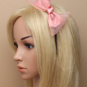 Idee coiffure serre tete mousseline peche