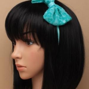 Idee coiffure serre tete noeud bleu indien