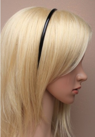 Idee coifure avec serre tete noir fin