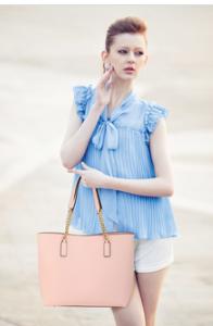 Look decontracte avec sac cabas rose femme