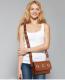 Look decontractee avec sac besace femme marron 1