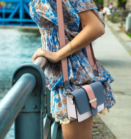 Total look sac rose et bleu bandouliere